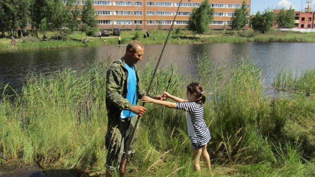 рыбалка на берегу лазаревского