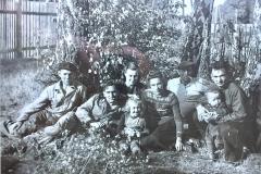 ruchkiny-anatolij-i-pavel-s-ih-zhyonami-i-detmi-1954-g._novyj-razmer