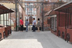 почтовый двор у ворот