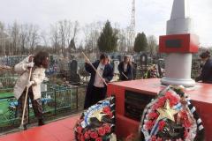 ucheniczy-8-klassa-pronskoj-shkolybratskaya-mogila-3