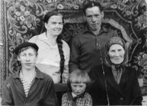 Гордюшины Мария и Анатолий, брат Николай дочь Галина и свекровь Мария Михайловна