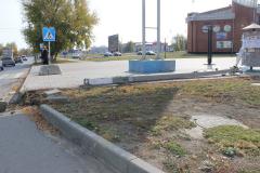 v-sasove-avtomobil-snes-betonnyj-stolb-2