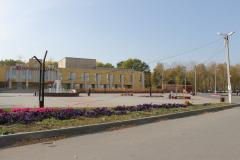 v-sasove-avtomobil-snes-betonnyj-stolb-3